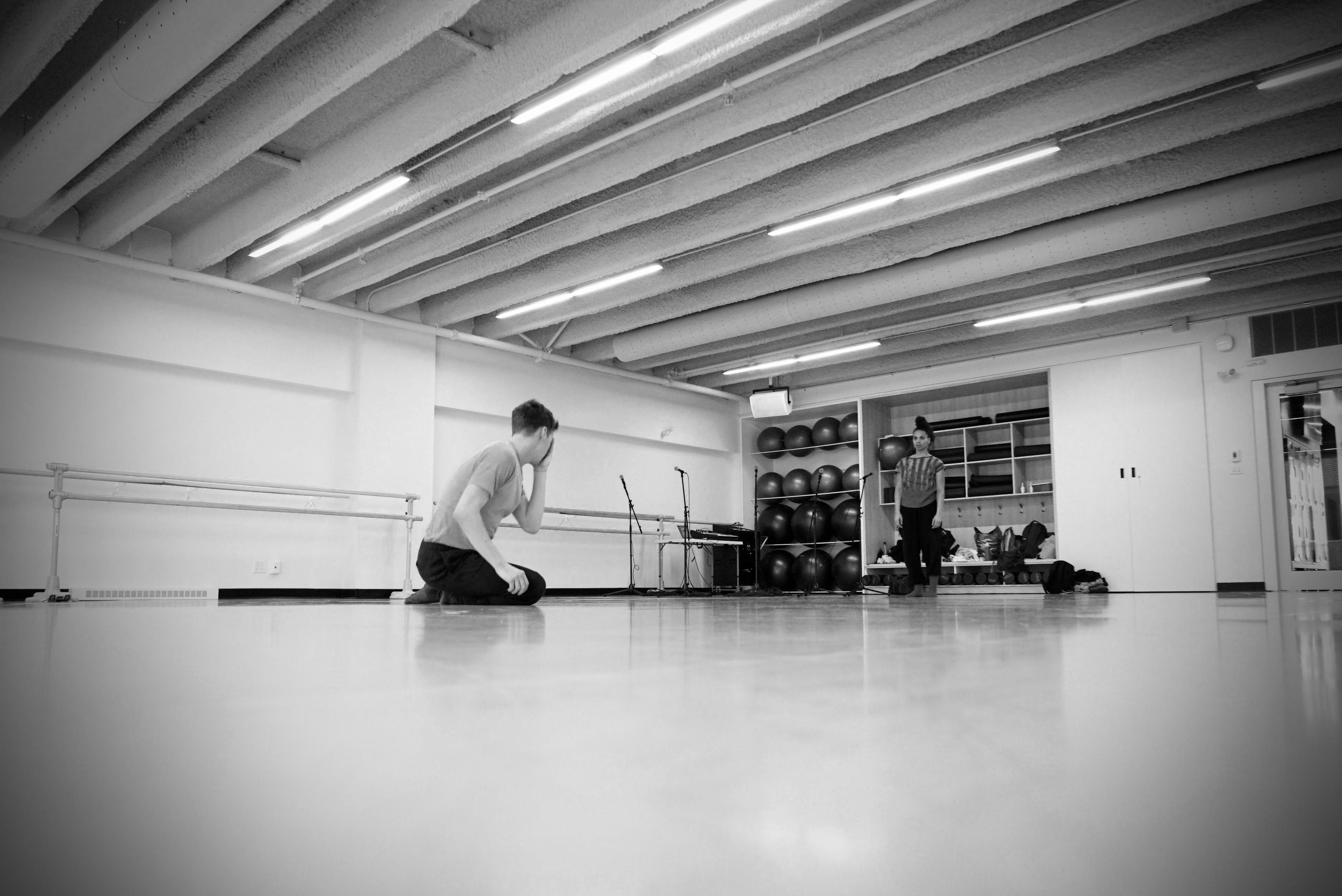 Mélanie Demers en création avec les Finissants de L'École de danse de Québec