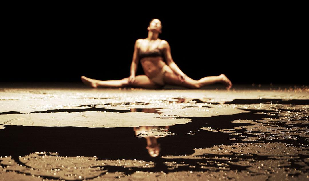 Arielle Warnke St-Pierre en répétition de Gratter la pénombre © Maison pour la danse